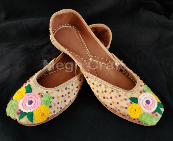 Summer Fashion  Embroidery Khussa